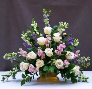 Stylish Easter Flower Arrangement Ideas That You Will Love36