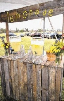 Chic Outdoor Wedding Drink Station And Bar Ideas For Winter To Try Asap31