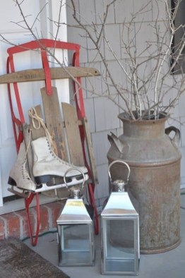 Delightful Winter Decoration Ideas With Items That You Must Have At Home07