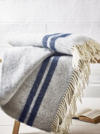 Spectacular Winter Décor Ideas With Textiles That You Need To Try07