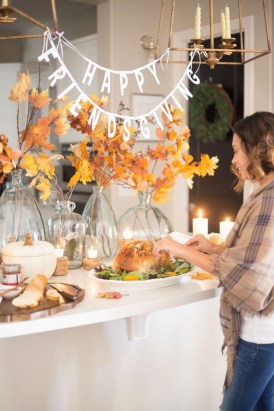 Unusual Friendsgiving Decor Ideas For Holiday Celebrating To Try08