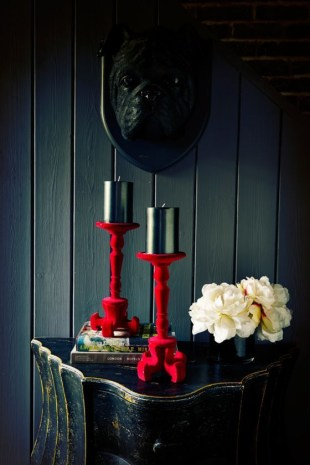 Exciting Dark Gothic Interior Designs Ideas That You Need To Try29