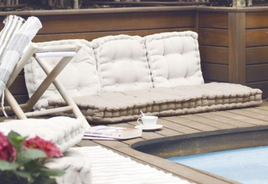 Extraordinary Poolside Nooks Design Ideas To Try For Your Relaxing10