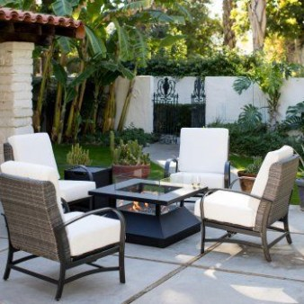 Best Patio Deck Design Ideas With Firepit To Make The Atmosphere Warmer21