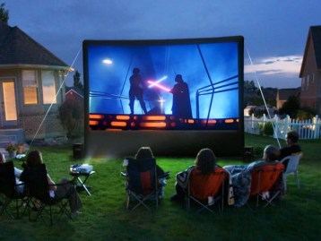 Chic Outdoor Home Theaters Design Ideas To Have Asap04