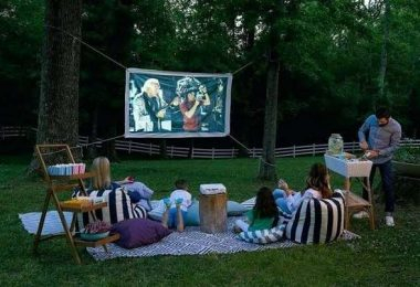 Chic Outdoor Home Theaters Design Ideas To Have Asap16