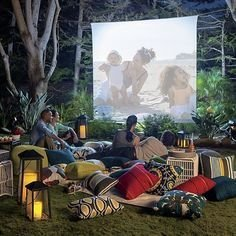 Chic Outdoor Home Theaters Design Ideas To Have Asap30