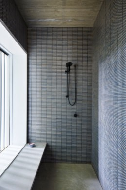 Stunning Black Bathroom Shower Design Ideas That You Need To Copy06
