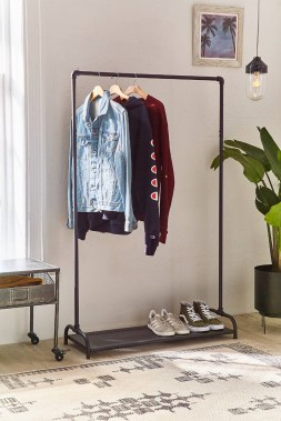 Awesome Diy Small Bedroom Design Ideas With Close Clothing Rack 24