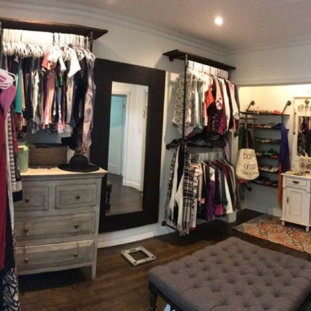 Awesome Diy Small Bedroom Design Ideas With Close Clothing Rack 42
