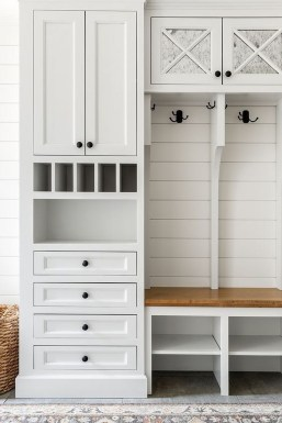 Awesome Farmhouse Mudroom Decorating Ideas To Try Asap 17