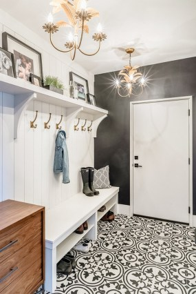 Awesome Farmhouse Mudroom Decorating Ideas To Try Asap 44
