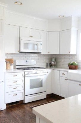 Top White Kitchen Cabinetry Design Ideas That Looks More Modern 08