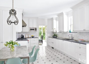 Top White Kitchen Cabinetry Design Ideas That Looks More Modern 19