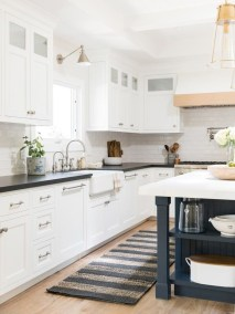 Top White Kitchen Cabinetry Design Ideas That Looks More Modern 41
