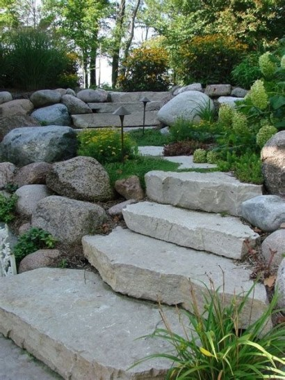 Lovely Retaining Wall Ideas For Sloped Front Yard 01