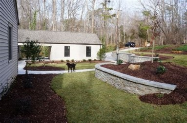 Lovely Retaining Wall Ideas For Sloped Front Yard 02