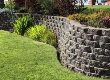 Lovely Retaining Wall Ideas For Sloped Front Yard 11