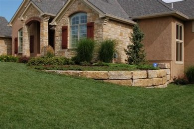 Lovely Retaining Wall Ideas For Sloped Front Yard 17