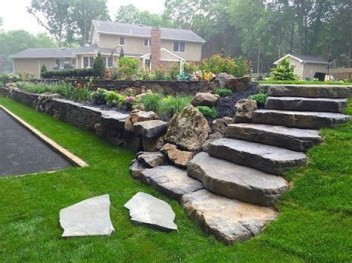 Lovely Retaining Wall Ideas For Sloped Front Yard 19
