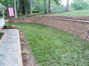 Lovely Retaining Wall Ideas For Sloped Front Yard 21