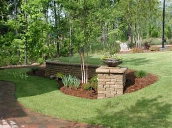 Lovely Retaining Wall Ideas For Sloped Front Yard 35
