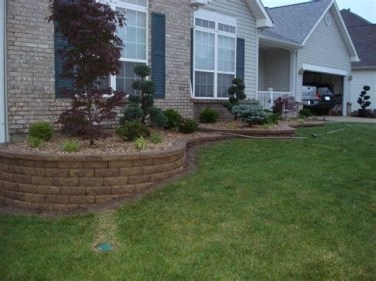 Lovely Retaining Wall Ideas For Sloped Front Yard 43