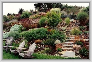 Totally Cute Sloped Backyard Landscaping Ideas 07