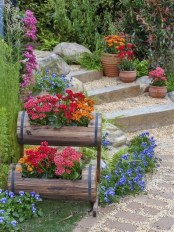 Totally Cute Sloped Backyard Landscaping Ideas 26