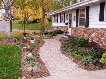 Totally Inspiring Front Yard Pathway Ideas 09