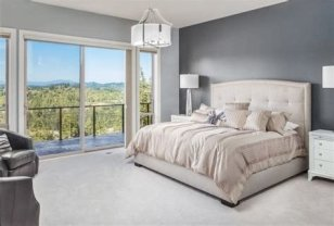Lovely Two Tone Bedroom Paint Ideas 38