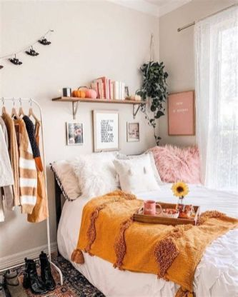 Adorable Aesthetic Room Ideas For Small Rooms 10