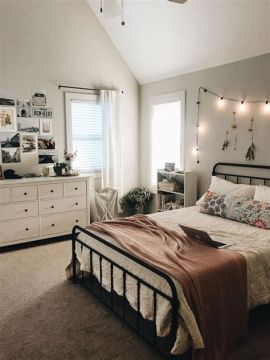 Adorable Aesthetic Room Ideas For Small Rooms 38