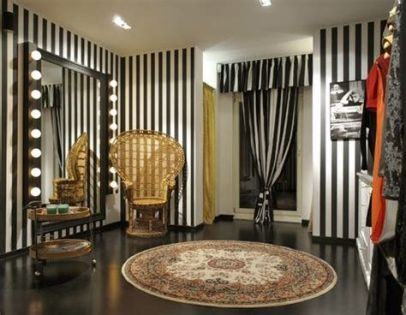 Beautiful Very Small Boutique Design 29