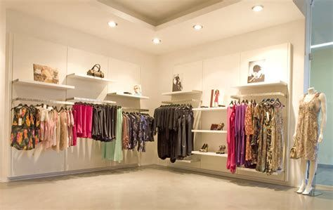 Beautiful Very Small Boutique Design 40