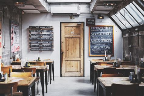 Lovely Low Budget Small Restaurant Design Ideas 36