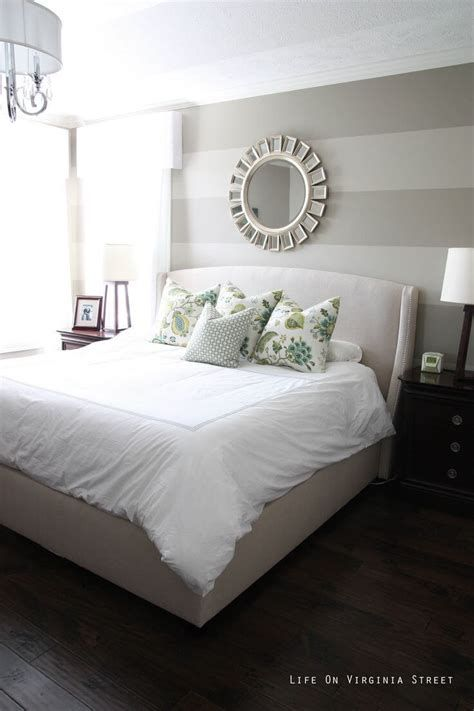 Awesome Grey And White Bedroom Ideas 13