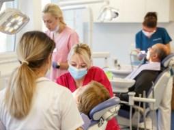 Cluj. Emil Boc. Buget 2020: Primăria continuă programul de servicii stomatologice gratuite pentru persoanele cu venituri reduse 10
