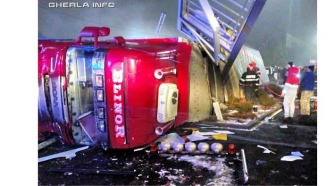 (Video) Accident Cluj. Un TIR cu 200 de porci vii s-a răsturnat la Huedin, lângă Lidl 1