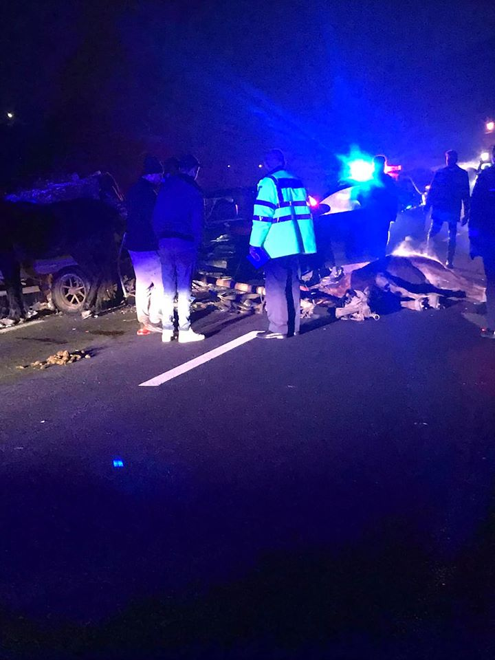 """Accident Cluj. Căruță spulberată pe drumul SF Ion. Un cal a murit. Laura: """"Căruța circula pe drum fara nicio semnalizare. Erau și vreo 4 oameni în ea. Inconstiență maximă!"""" 1"""