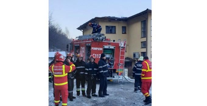 """Foto Cluj. """"Eroii zilei de azi! Pompierii din detașamentele Cluj-Napoca și punctul de lucru Floreşti, au lichidat incendiul provenit la un bloc cu 3 etaje..."""" 16"""