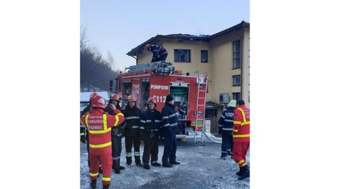 """Foto Cluj. """"Eroii zilei de azi! Pompierii din detașamentele Cluj-Napoca și punctul de lucru Floreşti, au lichidat incendiul provenit la un bloc cu 3 etaje..."""" 8"""