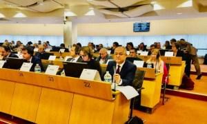 """Emil Boc la Bruxelles: """"Am sustinut azi, in cadrul Comisiei pentru politica sociala, educatie, ocuparea fortei de munca, cercetare si cultura, obligativitatea tratarii temei exodului creierelor cu maxima responsabilitate si cu solutii politice concrete astfel incat nimeni sa nu mai fie nevoit sa isi parasesca tara din motive economice..."""" 2"""