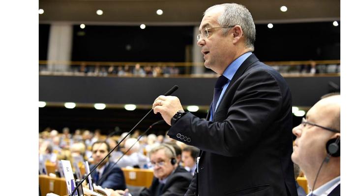"""Emil Boc se impune și la Bruxelles. Comitetul European al Regiunilor a adoptat cu unanimitate raportul lui Emil Boc privind """"exodul creierelor în UE"""" 1"""
