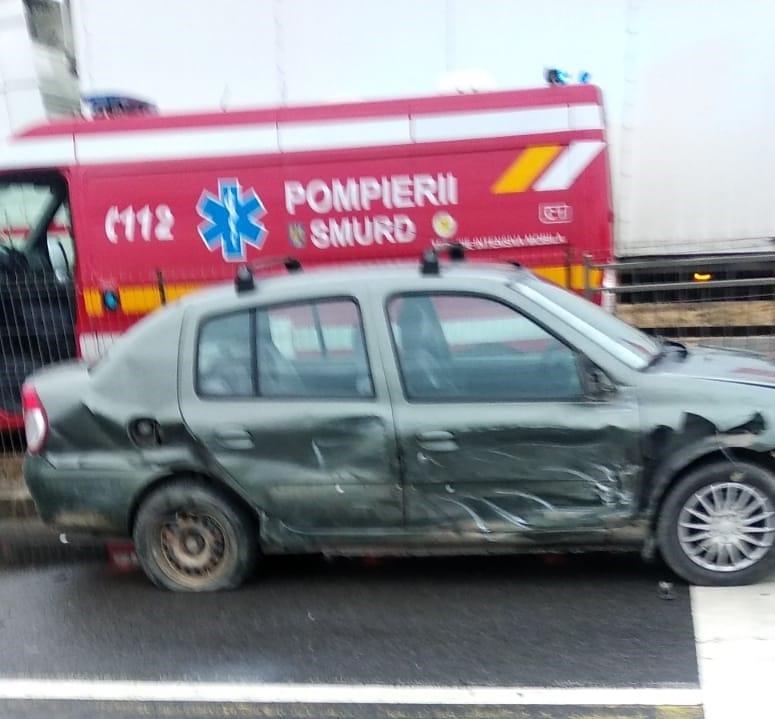 (Foto) Accident Cluj. Patru autovehicule s-au ciocnit la Vâlcele. Două persoane au fost transportate la spital 1