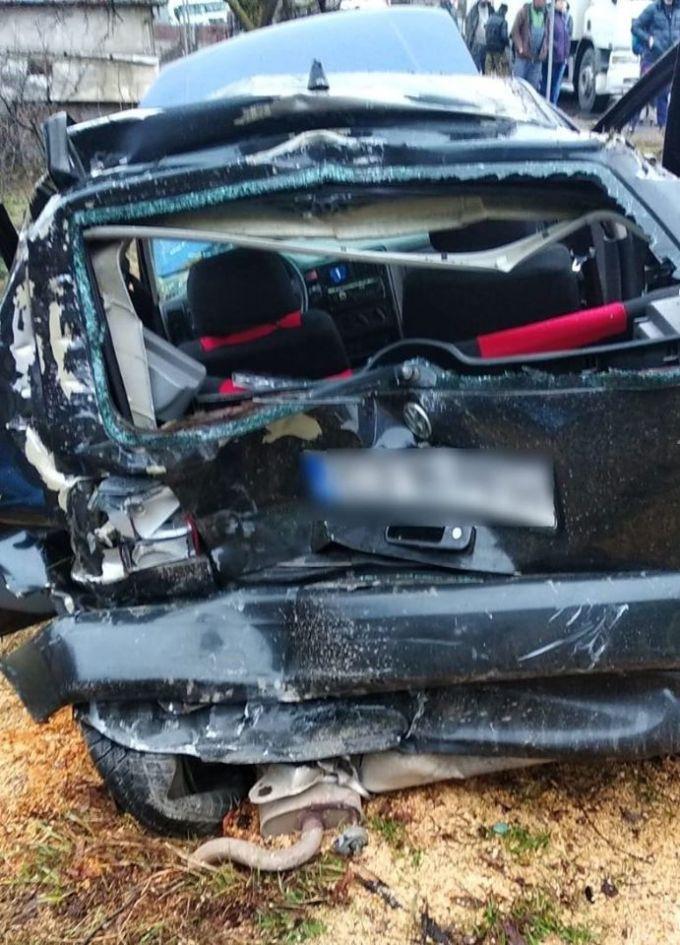 (Foto) Accident Cluj. Patru autovehicule s-au ciocnit la Vâlcele. Două persoane au fost transportate la spital 4