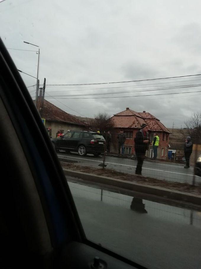 (Foto) Accident Cluj. Patru autovehicule s-au ciocnit la Vâlcele. Două persoane au fost transportate la spital 8