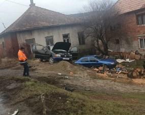(Foto Accident) Turda-Cluj blocat la intrarea în Vâlcele. O persoană este încarcerată iar alte două sunt transportate la spital 3