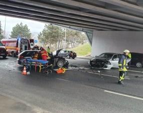 (Foto) Accident Cluj. Ciocnire violentă la Podul N, persoane rănite 20