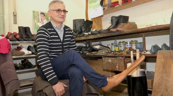 Cluj. Cât costă o pereche de pantofi de distanțare socială inventați de un pantofar clujean 4